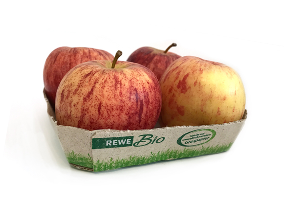 Vier Bio-Äpfel in einer Schale aus Graspapier. So werden die Bio-Äpfel bei Rewe und Penny verkauft