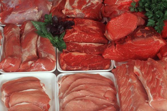 Verschiedene Fleischsorten in der Auslage
