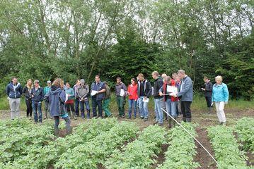 Kartoffelfeldtag in Rheda-Wiedenbrück, Besprechung der einzelnen Schläge mit Claudia Hof Kautz